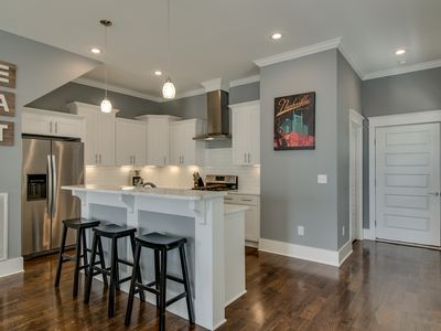Photo for F5) Spacious Modern Dowtown 4BR/3.5BA w/ Huge Patio Skyline View