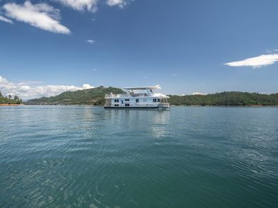 Photo for Shasta Marina Thoroughbred Houseboat.