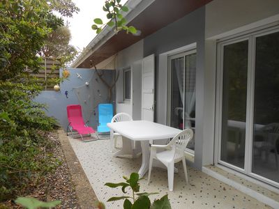 Photo for Garden level apartment, for 5 persons, beach et lake 5 min away, great amenities