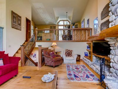 Amazing views, comfortable furnishings and a beautiful, sun-filled kitchen make this four-bedroom va