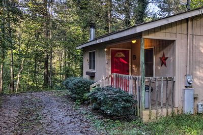 This vacation rental cabin in Sevierville is calling your name!