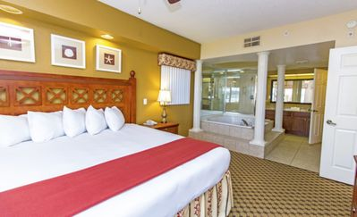 Photo for 4 Bed Deluxe Condo! Sleeps 16. Westgate