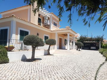 Luxury 4 bedroom villa with Safety Fenced Swimming pool