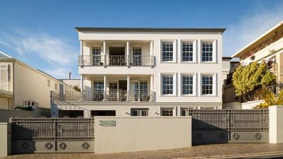 Photo for Wonderfully relaxed, 5 Bed, Camps Bay Holiday Villa Near the Beach