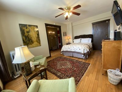Welcome to the Targee, a fully-furnished studio apartment across the street from St. Louis University.
