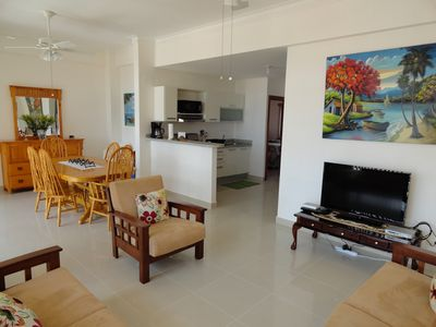 Spacious living room, dining room and full kitchen