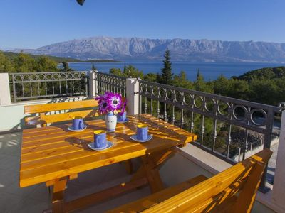 Photo for One bedroom apartment with terrace and sea view Sumartin (Brač)