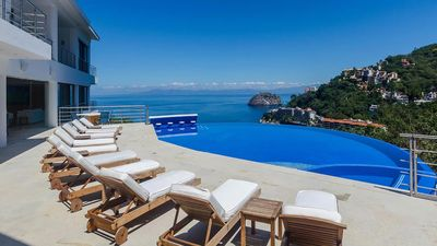 Photo for Hillside in Mismaloya, with Spectacular views of Mismaloya cove and Los Arcos!