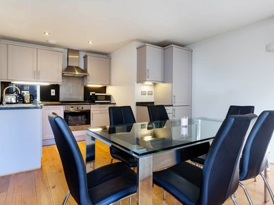 Photo for A sleek & contemporary 1 bed home in London Bridge with balcony (veeve)