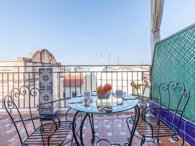 Photo for Apart. Classic with terrace, center Sevilla! Wifi