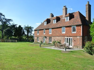 Photo for 7 bedroom House in Marden - BT080