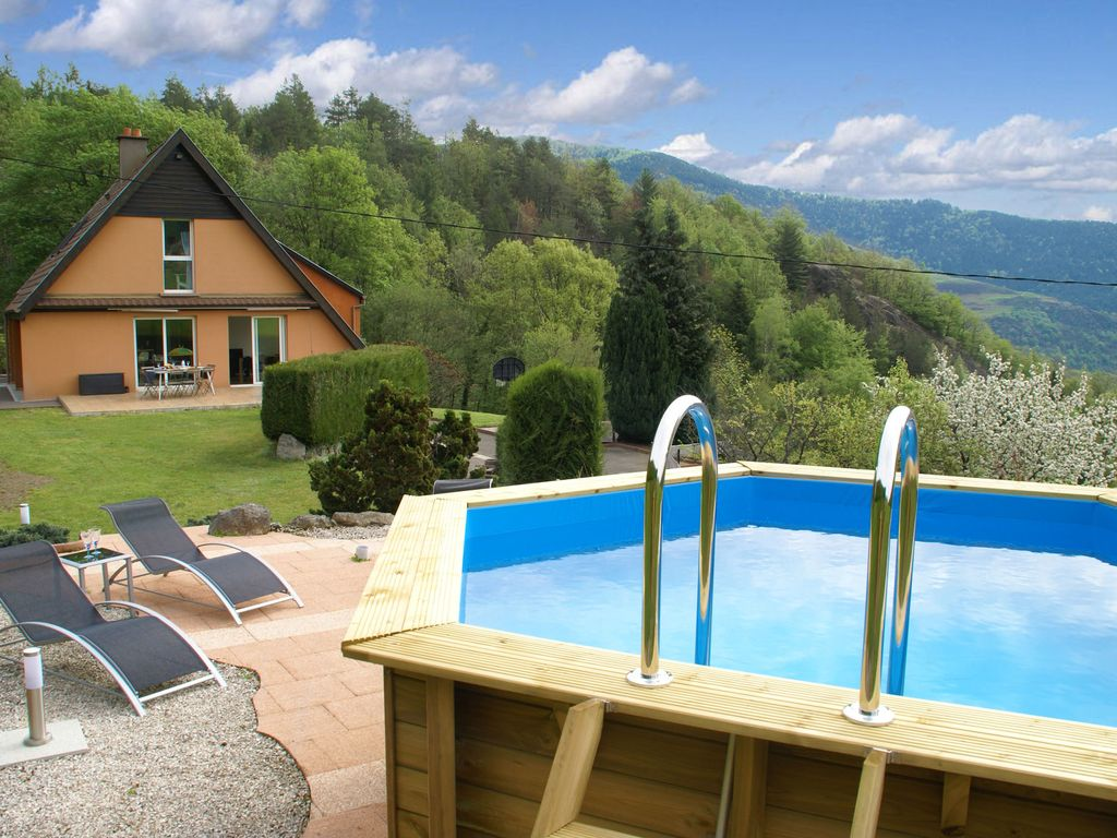 Location vacances maison fellering villa moderne avec for Piscine wesserling