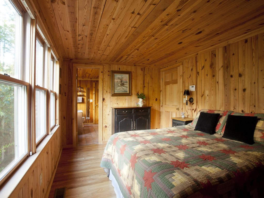 Lakefront cabin 2 bedrooms downstairs 2 upstairs in loft for 8 bedroom cabins in north carolina