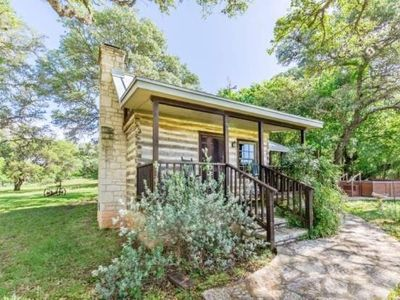 1br cabin vacation rental in fredericksburg texas 264752 rh agreatertown com