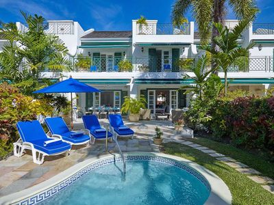 3-bedroom townhouse with pool next to the beach
