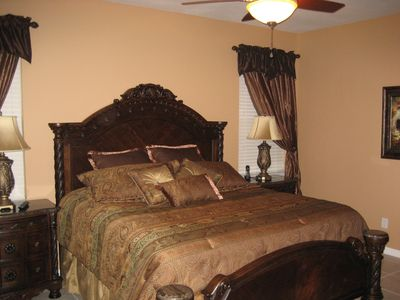 Master Kingsize bedroom 1 with full ensuite & walk-in closet