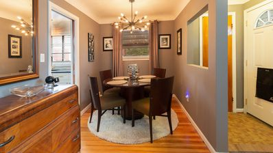 NEW!! Sophisticated and Center of Metro-Detroit