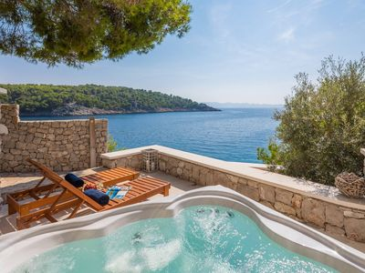 Photo for Beautiful Seafront Villa Al mare, in Dalmatia