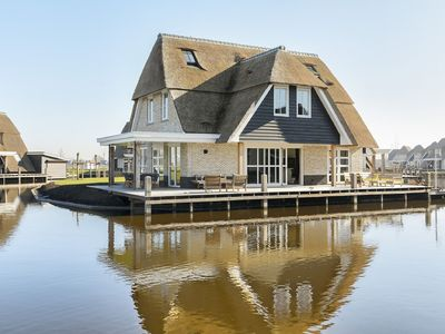 Photo for Marvellous thatched wellness villa by the Tjeukemeer