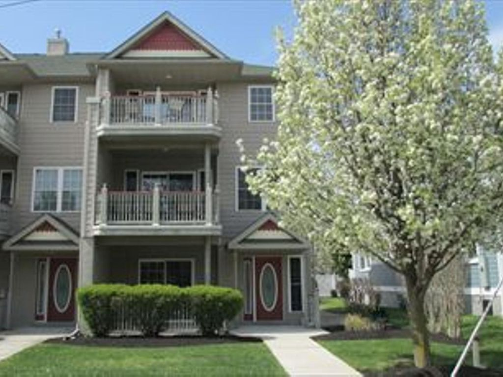 Modern 4 Bedroom End Unit Townhouse With Fi Vrbo