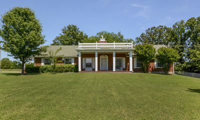 Photo for Country Classic - 15min to downtown - updated - Very close to Lakes!!