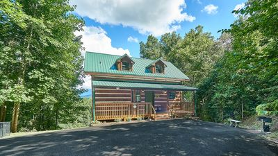 Photo for Mountain Views, 3 King Suites/3 Baths, Hot Tub, Game Room, near all attractions