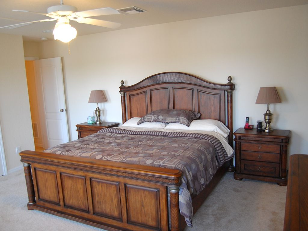 """ALL SUITE MANOR: 5 Bedroom Pool and Spa Home with 80"""" TV and 5 Suites!"""