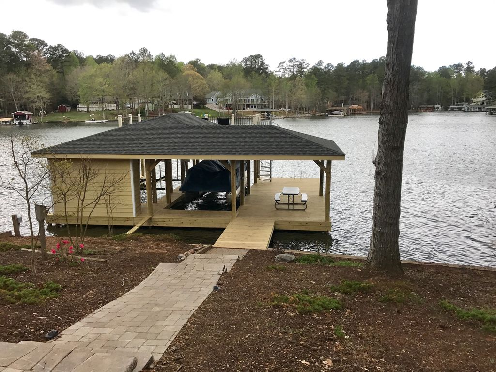 LAKE HOUSE AND PONTOON BOAT IN BEAUTIFUL PO... - VRBO