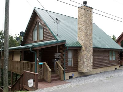 Photo for Escape the hustle and bustle in this cozy cabin near Pigeon Forge!