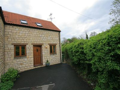 Photo for BROOK COTTAGE, pet friendly, with a garden in Tetbury, Ref 988768