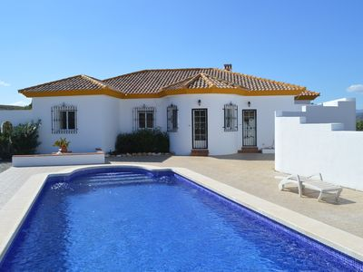 Photo for Stunning 3 bed Villa with pool, walking distance to Albox