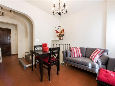 Photo for Spacious Gauguin apartment in Oltrarno with WiFi & integrated air conditioning.