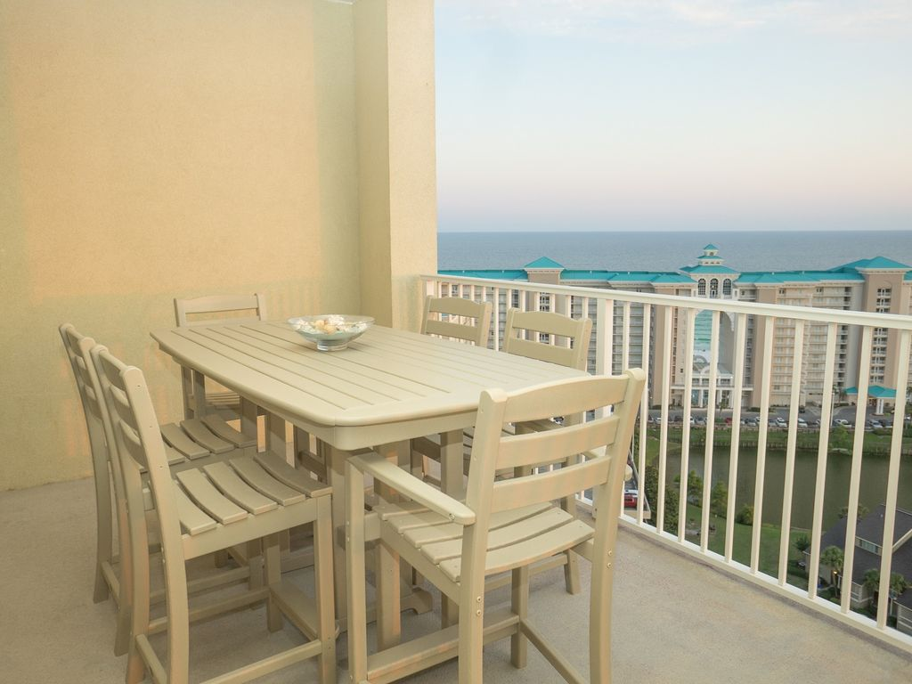Views Galore...Beach.Bay.Lake.Golf Course. Charming.Cozy.Conveniently Located!