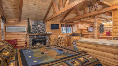 "Photo for Upper Canyon Inn & Cabins - ""Cabin 16"" - Romantic Whirlpool Cabin - Fireplace & Kitchenette"