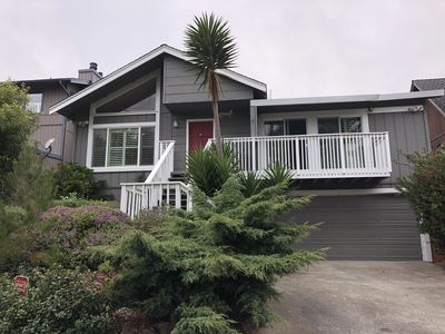Coastal family home that's only 18 miles to ATT Park in SF and .9 miles to beach