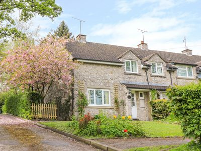Photo for CHERRY TREE COTTAGE, family friendly in Ashbourne, Ref 1006490