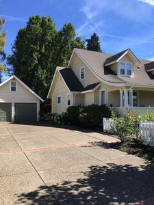 Photo for Charming Two-story 1940s 4-Bdroom home,  10-15 min. from University of Oregon
