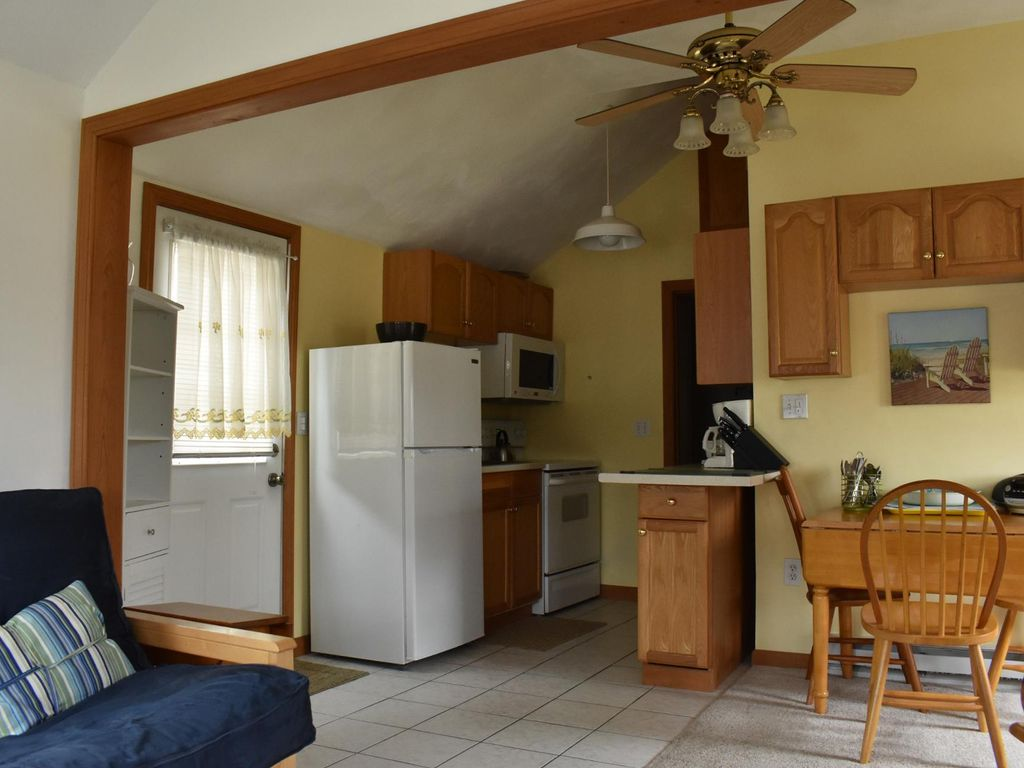 Quintessential Cozy Cottage Just Minutes from the Beach! (5B PIBLVD) - One Bedroom Cottage, Sleeps 4