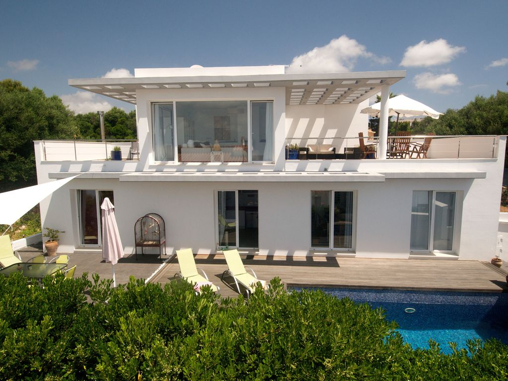 Modern luxury villa with pool and beautiful sea view for Villa moderna