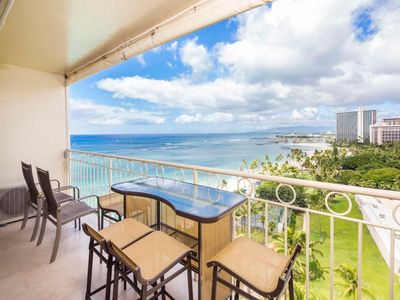 Island Decor Condo w/Ocean View Lanai Dining Bar, Free WiFi–Waikiki Shore #1306