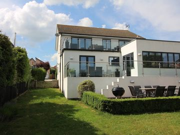 Large, 5* Luxury Holiday House With Panoramic views of Southwold On A Quiet Road