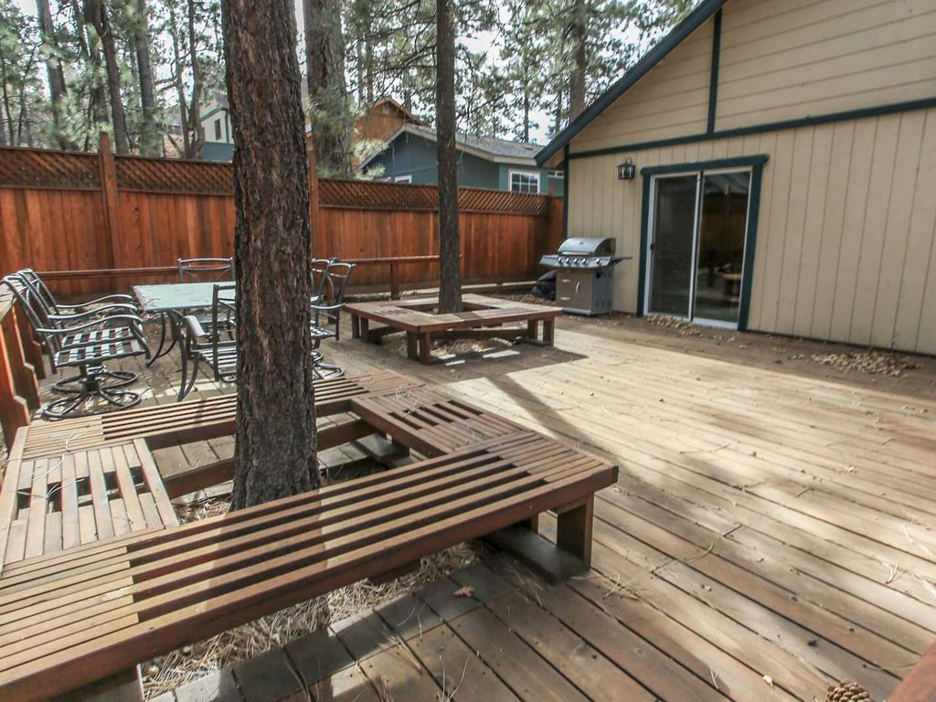 Comfy cabin 3 bedroom single story log home big bear for Big bear 2 person cabin