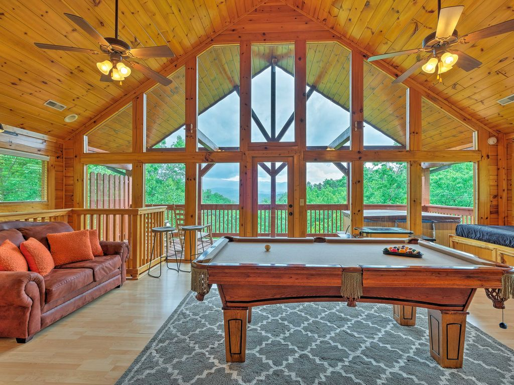 NEW! Starr Crest Resort Cabin 3 Miles to Dollywood