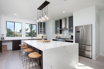 Open & bright kitchen with pro appliances