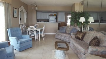 3 BR/2 Bath Oceanfront Pool-view Myrtle Beach Condo