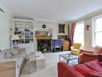 Photo for Characterful Chelsea Apartment