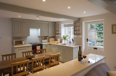 Well equiped kitchen with dining area