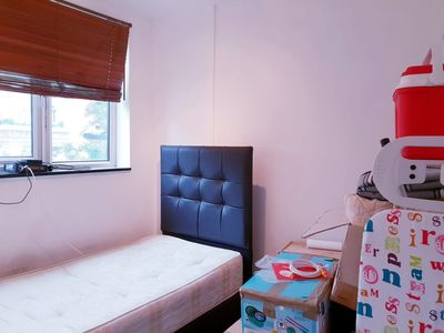Photo for 3 Double Bedroom Entire Flat - EUSTON60A