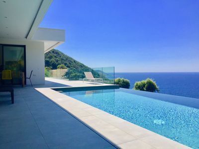 Photo for Breathtaking contemporary villa with sea view and maquis access to the sea on foot