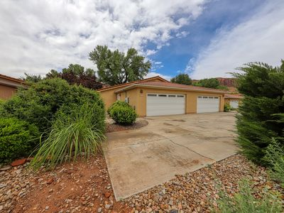 Photo for Inviting home w/private hot tub, shared pool & wonderful mountain views